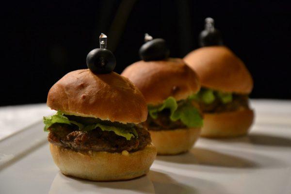 Mini hamburgeriukai su jautiena