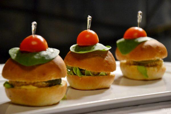 Mini hamburgeriukai su vištiena