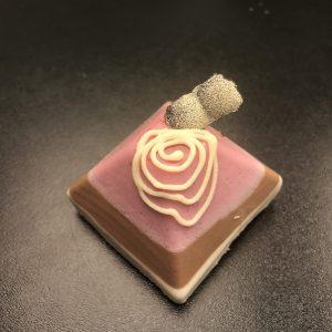 Juodojo, pieniško ir baltojo šokolado pyragaitis